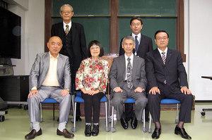 前列左より、福島秀世様、伊達綾子様、福田勝幸理事長、勝山憲吾様