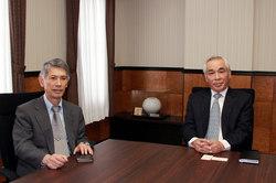 福田理事長と懇談の佐藤明彦氏