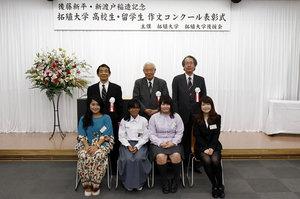 記念スピーチの学生たち
