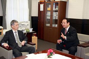 外務省 石割正芳氏が大学を表敬訪問