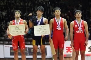 高谷選手(左から2人目)
