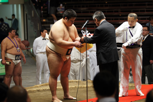 http://past-news.takushoku-u.ac.jp/sports/1406162sumo_01.jpg