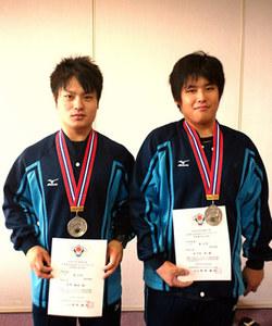 菅野選手(左)、佐々木選手(右)
