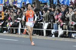ゴール目指し力走する北澤選手(復路10区)