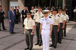 田中防衛大臣から激励と見送りを受けた