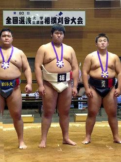 写真中央:黒川選手