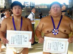 写真左が135kg未満級の武田選手 右が無差別級の高木選手