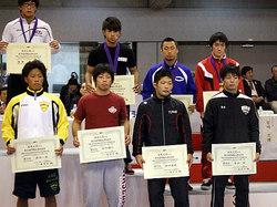 鈴木選手(前列右から2人目)