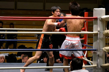 柴選手(左)