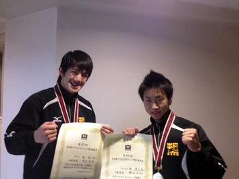 井上選手(左)、藤田選手(右)