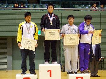 岡嶋選手(左から2人目)