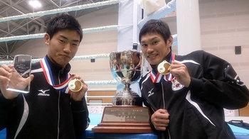 藤田健児選手(左)と拓大OB鈴木選手