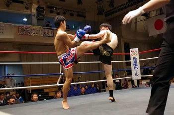 写真右:島田選手
