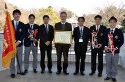 左から斎藤選手、髙橋選手、鈴木コーチ、甲斐部長、中洞監督、藤田健児選手、藤田大和選手